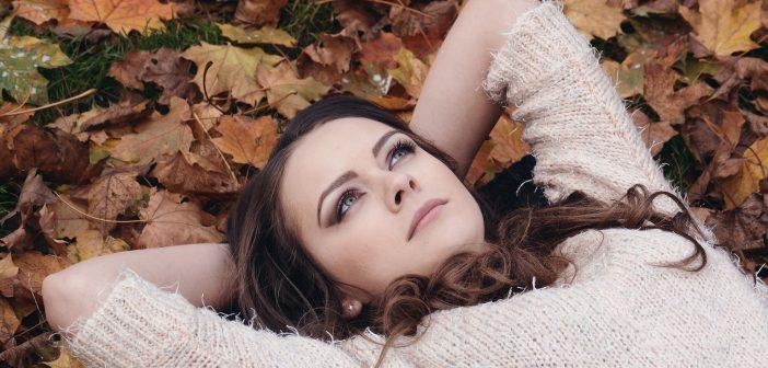 秋こそ美白ケア! シミのない透明肌を手に入れる