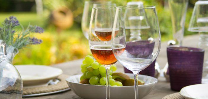 贈り物として選ばれるミガキイチゴ100%使用のスパークリングワイン