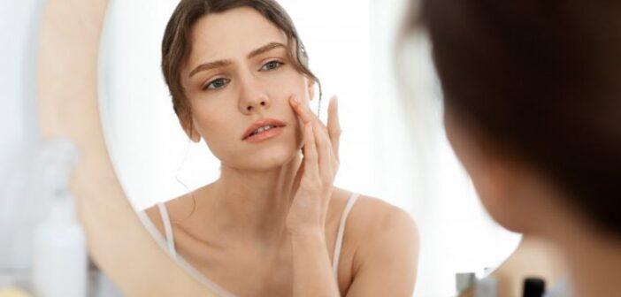 顔のテカリの原因は肌の乾燥?皮脂分泌の原因と皮脂を抑えるスキンケア方法